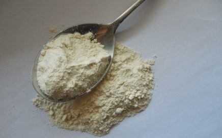 Flour_in_a_tablespoon