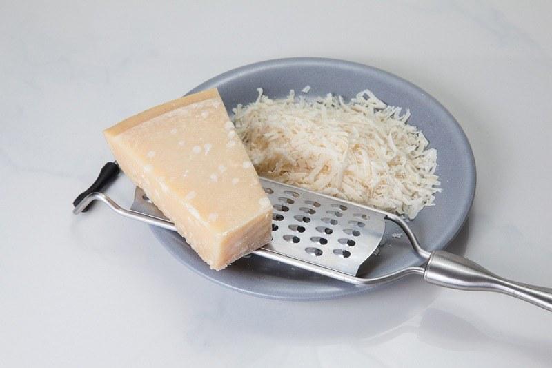 Shredded_parmesan