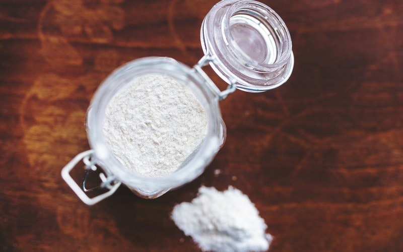 All_purpose_flour_in_cup