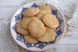 Crispy_sesame_seed_biscuits