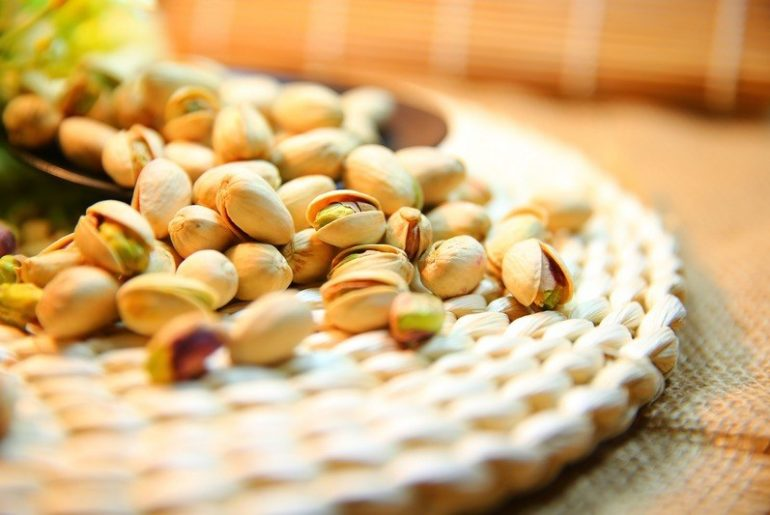 How_many_pistachios_are_in_a_cup
