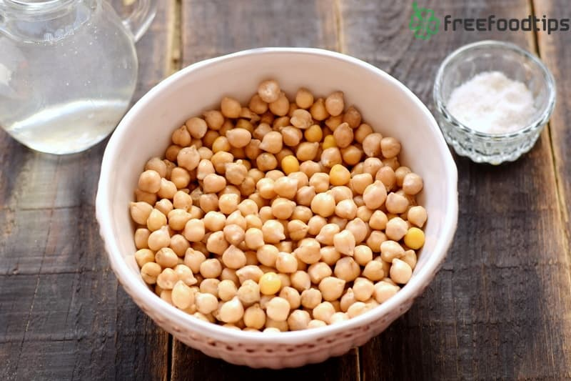 Drain water from chickpeas