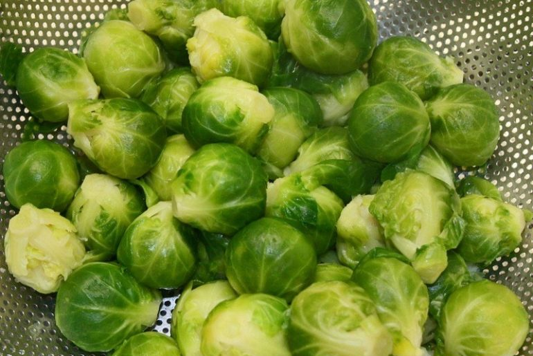 Cooked_brussels_sprout_grams_in_a_cup