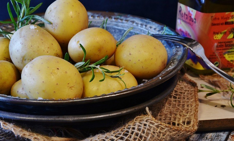 How_to_cook_potatoes_in_a_cooker