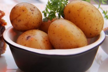 How_to_cook_whole_potatoes_with_skin_on