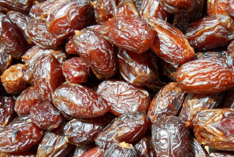 How_much_dates_are_in_a_cup