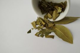 How_much_bay_leaf_is_in_a_spoon