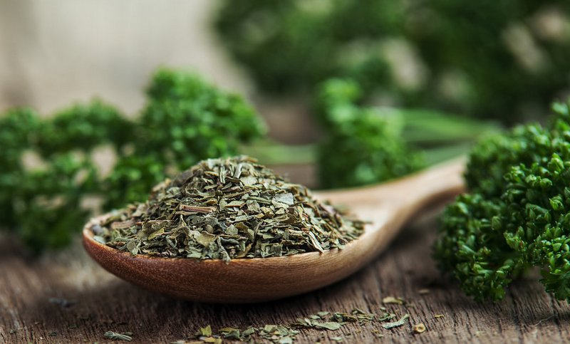 How_much_dry_parsley_in_a_spoon
