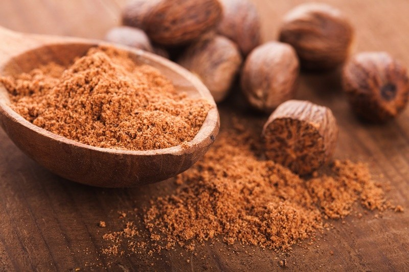 How_much_ground_nutmeg_is_in_a_spoon