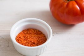 How_much_tomato_powder_is_in_a_spoon