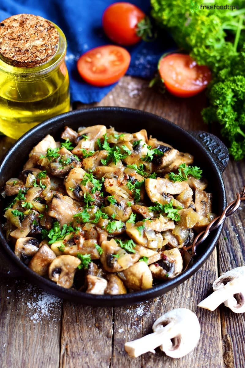 Sauteed mushrooms with onions