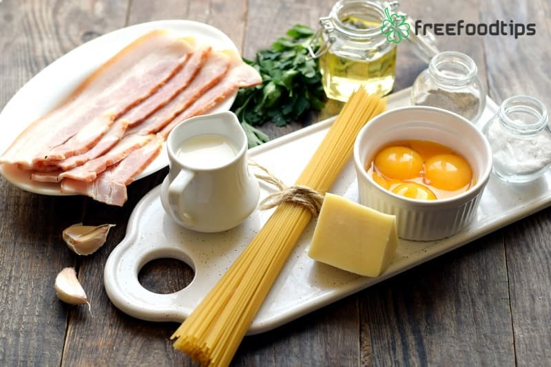 Ingredients for Easy Spaghetti Carbonara with Cream