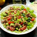 Mediterranean Salad with Chickpeas and Tuna