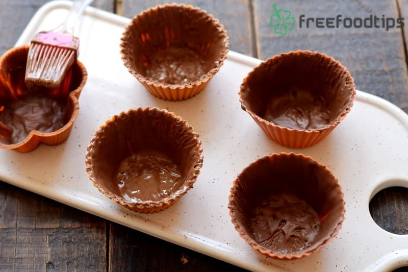 Spread chocolate glazing to cover the inside and let it freeze