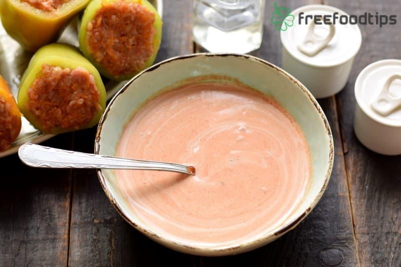 Combine sour cream and tomato paste