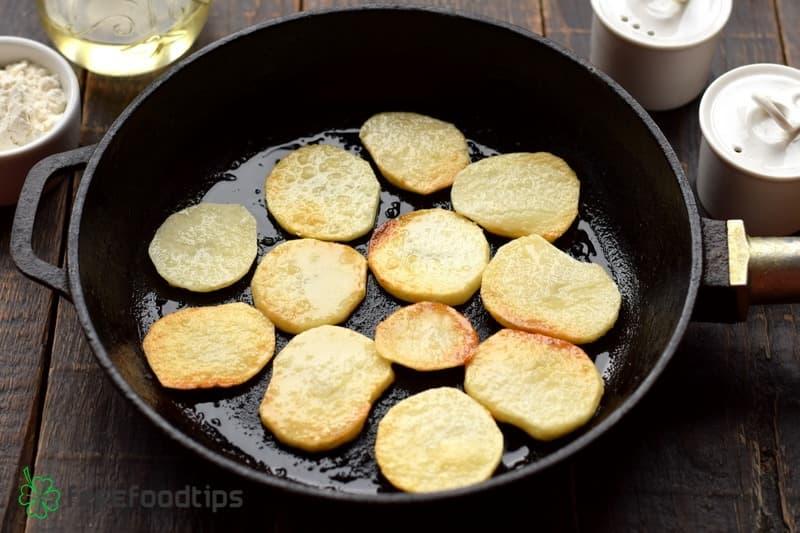 Fry potato slices