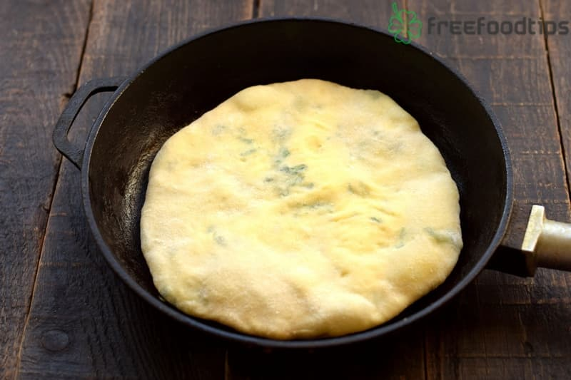 Turn to the other side when the flatbread rises